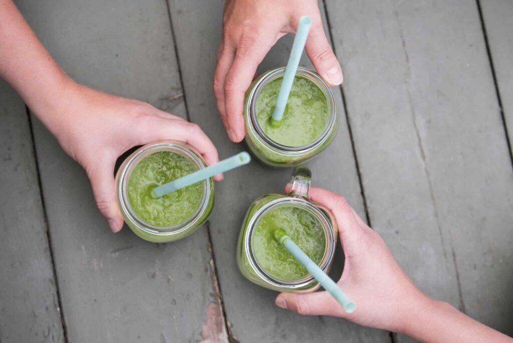 Zielony koktajl śniadaniowy pyszny i zdrowy