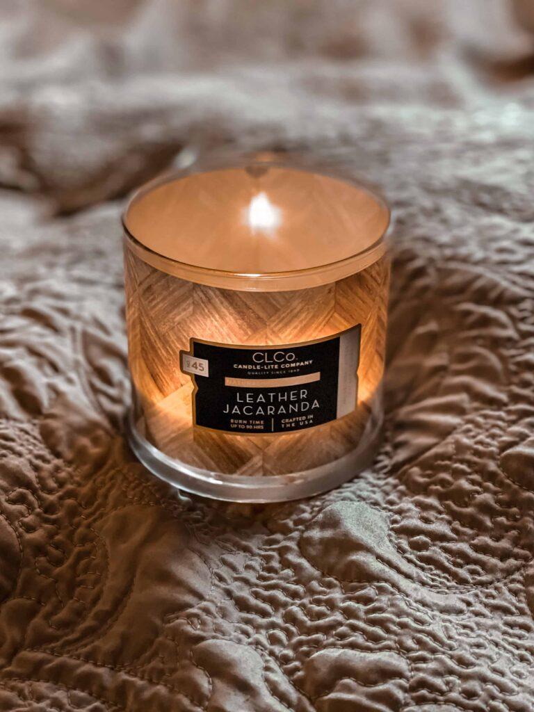 Leather Jacaranda luksusowa świeca zapachowa Candle-lite